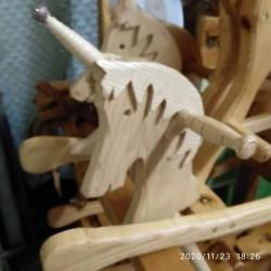 Cheval bâton licorne
